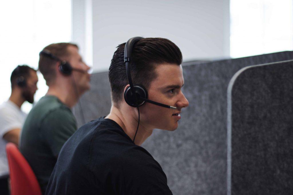 In unserem Inbound Call Center nimmt das motivierte Team eingehende Anrufe entgegen